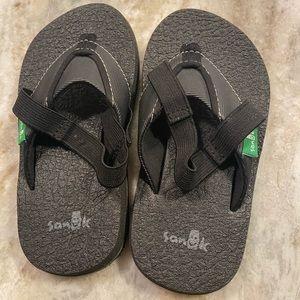 Sanuk Black size 8/9 Flip Flips